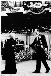 Rita Levi Montalcini riceve il premio Nobel nel 1986