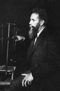Wilhelm Conrad Roentgen, cui si deve la scoperta dei raggi X