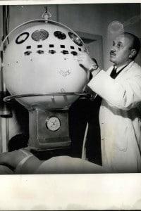 Monaco, 1962. Macchinario utilizzato per la cura dei tumori attraverso le radiazioni