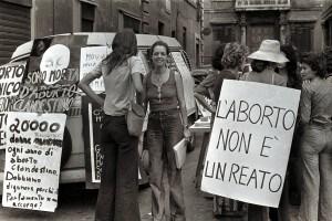 Maturità 2018: possibile traccia sulla Legge 194, immagine storica di una manifestazione del 1975
