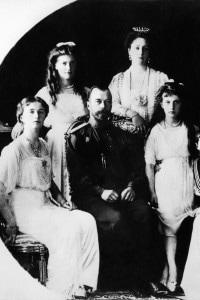 Un'immagine della famiglia Romanov con lo zar Nicola II nel 1917
