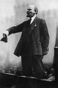 Lenin, autore delle Tesi d'Aprile e fautore dell'uscita immediata della Russia dalla guerra