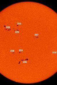 Immagine di alcune macchie solari riprese nel 2002