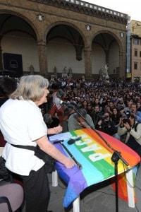 Margherita Hack a Firenze durante una lezione in piazza