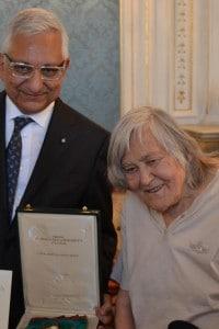 Margherita Hack riceve l'onoreficenza di Cavaliere di Gran Croce