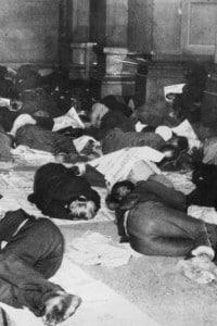 A Philadelphia i disoccupati dormono nei corridoi del municipio, foto del 1931