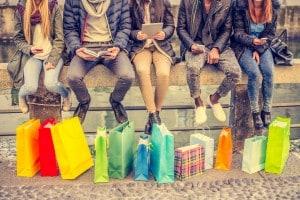 Tema sui pro e i contro del consumismo