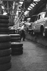 Una fabbrica Ford in una foto del 1950