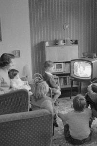 1958, la TV è sinonimo di aggregazione per la famiglia nel tempo libero
