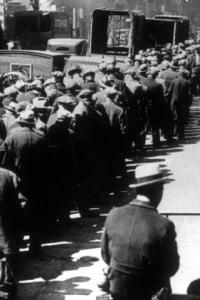 Fila per i viveri a New York durante la Grande Depressione