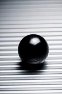 La sfera su un piano orizzontale mantiene una velocità costante