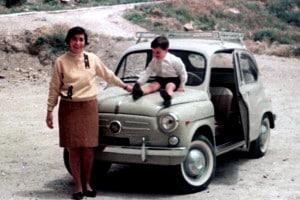 Fiat Seicento in un'immagine pubblicitaria degli anni Sessanta