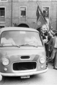 Il furgone con il feretro di Berlinguer lascia l'ospedale di Padova l'11 giugno 1984