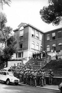 La polizia all'entrata di Valle Giulia dopo gli scontri del 1 marzo 1968
