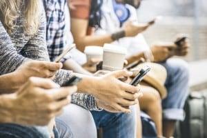 Giovani e social network: connessi anche più di 4 ore al giorno