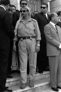1970. Un giovane Yasser Arafat al funerale del primo ministro egiziano Gamal Abd el-Nasser