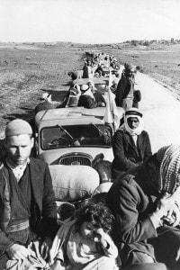 Rifugiati palestinesi evacuati verso Gaza con tutti i loro beni, sotto la supervisione dall'ONU.
