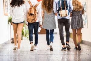Quali sono le regole da rispettare a scuola per andare d'accordo con prof. e compagni?