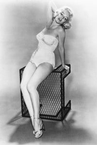 Marilyn Monroe in una posa stile pin-up