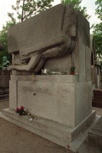 La tomba di Oscar Wilde al Père Lachaise di Parigi