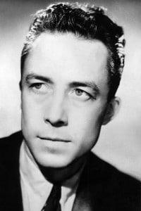 Albert Camus, giornalista e filosofo, vince il premio Nobel per la letteratura nel 1957.