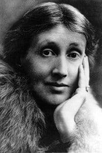 Virginia Woolf (1882-1941): scrittrice, saggista e critico. E' stata una figura di spicco nei circoli letterari di Londra ed era membro del gruppo Bloomsbury. Ha sofferto di esaurimento nervoso.