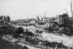 Cambrai nel 1914 dopo il bombardamento tedesco