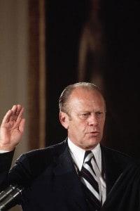 Gerald Ford giura da presidente degli Stati Uniti