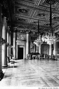 Veduta della Sala da ballo di Villa Belgioioso in stile neoclassico. I temi dei decori furono dettati da Giuseppe Parini