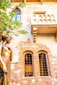 Verona, statua e balcone di Giulietta