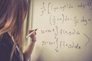 Seconda prova maturità 2020, liceo scientifico: guida alla traccia di matematica e fisica