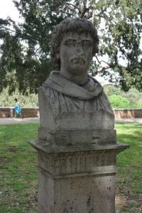 Busto di Giordano Bruno nei Giardini di Villa Borghese a Roma