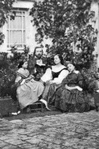 Theophile Gautier con la sua famiglia. Poeta francese, leader del gruppo dei poeti parnassiani, che influenzò Baudelaire