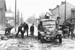 Uomini della WPA, una delle agenzie che durante il New Deal si occuparono di costruzione di opere pubbliche