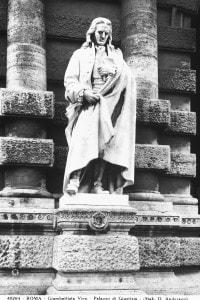 Statua di Giambattista Vico: opera collocata all'esterno del Palazzo di Giustizia, a Roma