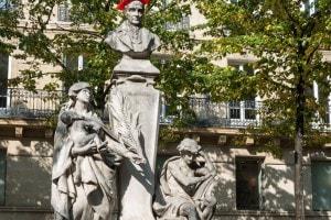 Monumento ad Auguste Comte in piazza della Sorbona, Parigi