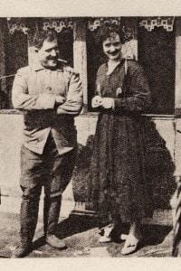 Guillaume Apollinaire e sua moglie Jacqueline Kolb sulla terrazza Sain-Germain a Parigi nel 1918