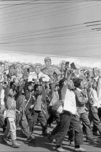 Guardie rosse, studenti delle superiori e universitari, che sventolano il Libro rosso di Mao Zedong