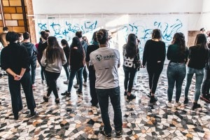 Un momento del lavoro in classe con Scholas Occurrentes, la fondazione vaticana impegnata nella lotta a bullismo e cyberbullismo