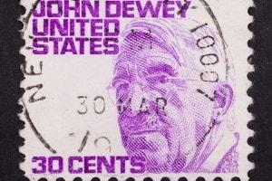 Francobollo da 30 cent raffigurante John Dewey