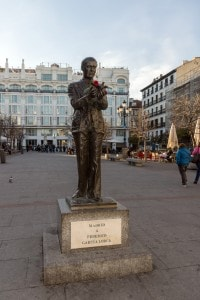 Statua di Federico Garcia Lorca in Plaza de Santa Ana (Madrid)