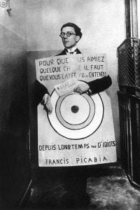 "André Breton come ""sandwich man"" al festival del Dada. Parigi, 27 marzo 1920"