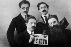 Gli scrittori dadaisti: Andre Breton, Rene Hilsum, Louis Aragon e Paul Eluard