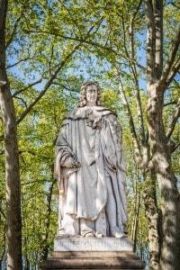 Statua di Montesquieu nel Parco dei Quinconces a Bordeaux (Francia)