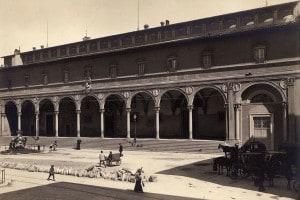 Spedale degli Innocenti in Piazza della Santissima Annunziata a Firenze progettato da Filippo Brunelleschi