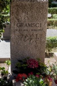La tomba di Antonio Gramsci nel Cimitero acattolico di Roma
