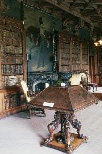 La biblioteca di Abbotsford House, la casa di Sir Walter Scott