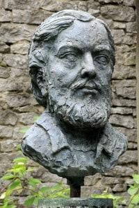 Busto di Gustave Courbet vicino la sua casa natale a Ornans