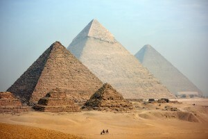 Le piramidi di Giza sono l'unica delle sette meraviglie del mondo antico ancora visibile oggi