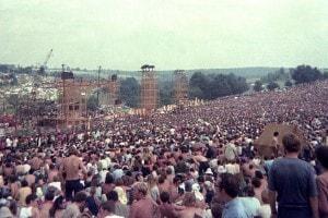 Un'immagine del pubblico del festival di Woodstock
